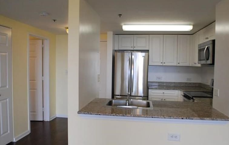 Condo w/Hudson River view, 20 min bus to NYC - Fort Lee - Condominium