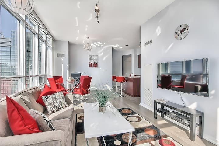 Luxury 2BR suite near Scotiabank Arena, w/Parking