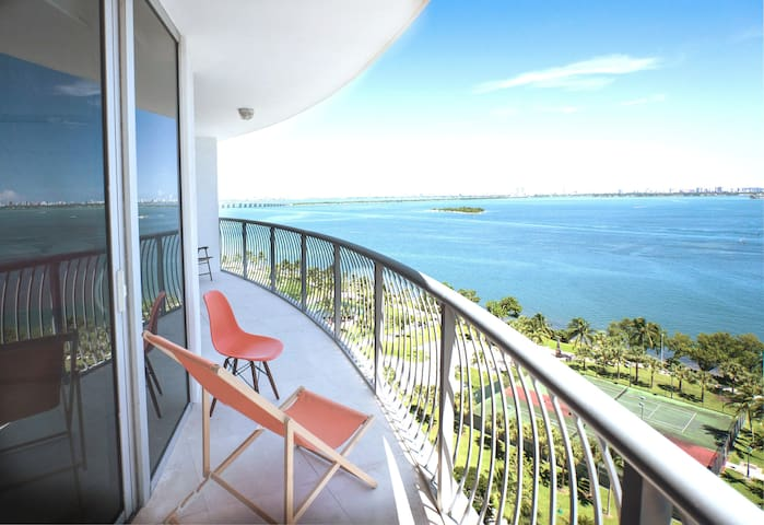 ^100% Miami _ Sea View Jacuzzi +   3 Queen Beds