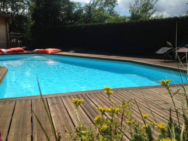 SkyLoft & piscine - Escapade Insolite en Caterham*
