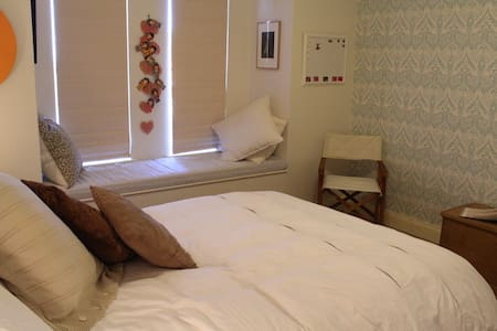 A quiet, clean home in magical river precint. - East Fremantle - Bed & Breakfast