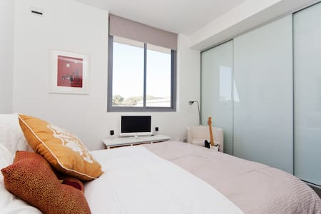 Inner City 1 bedroom apartment - Rosebery - Lejlighed
