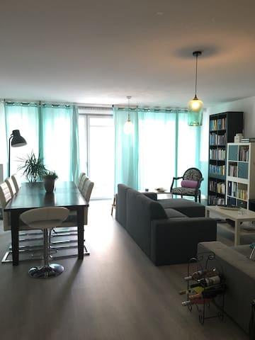 Ruim en licht appartement in Amsterdam Oud-Zuid