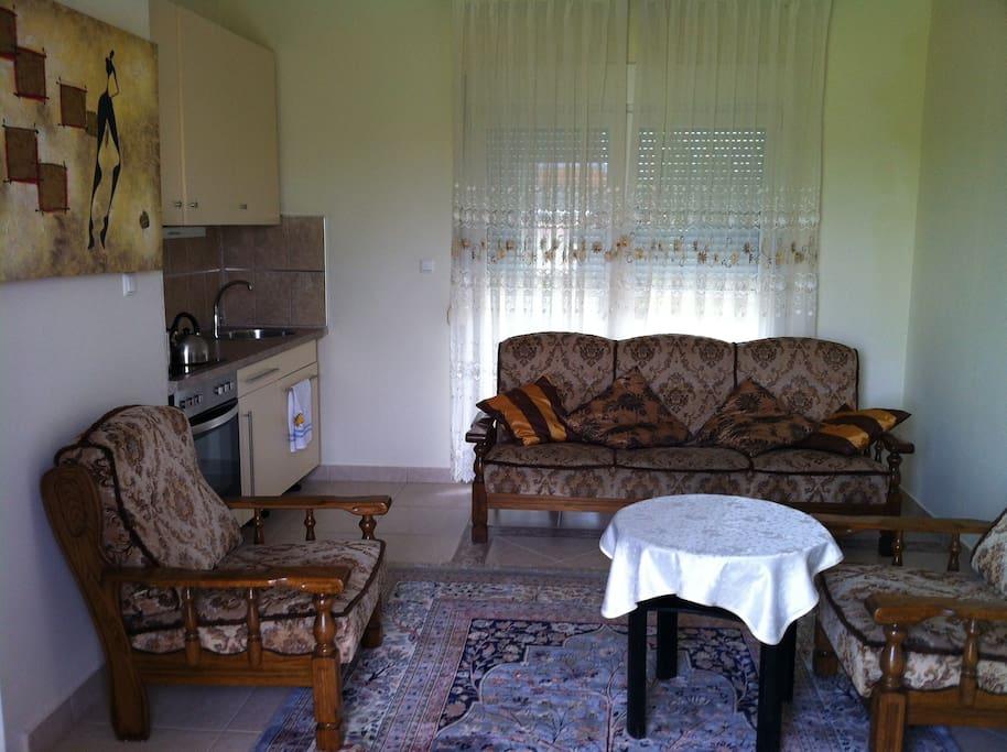Wohnzimmer mit Klappsofa