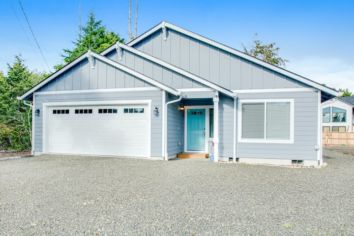 Dog-Friendly, Ground Floor Home w/Private Washer/Dryer, Full Kitchen, & More!
