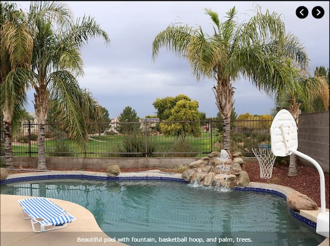 4BR, private pool, 5 acre park in backyard! - Gilbert - House