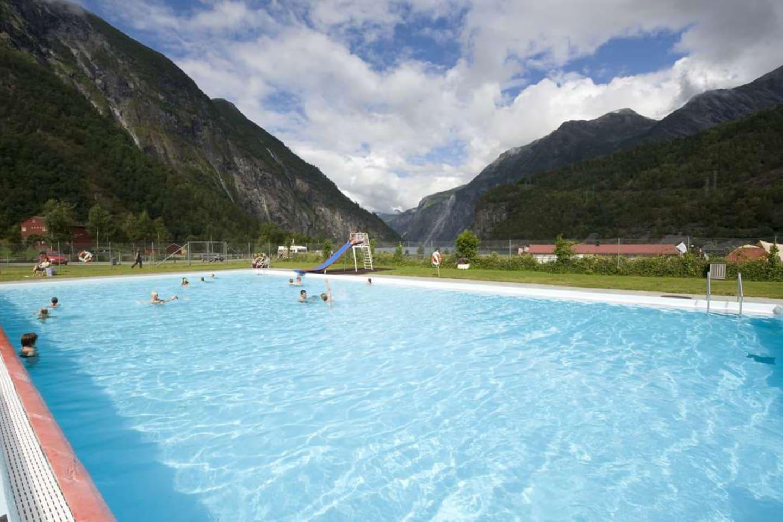Svømmebasseng - offentlig.
