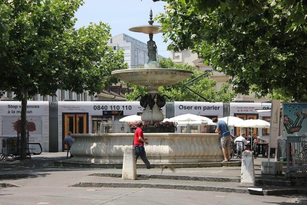 Fontaine de la place du marché/ Fountain of Place du Marché
