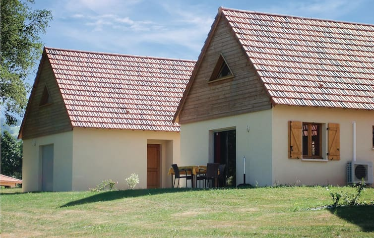 Holiday cottage with 3 bedrooms on 80m² in Lacapelle-Marival