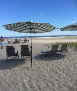 3 bedroom Direct Beachfront House - Milford - Haus
