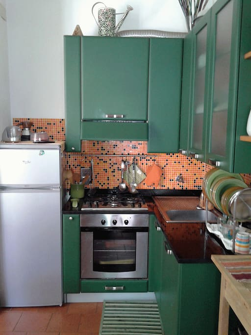 Cucina attrezzata, forno e microonde