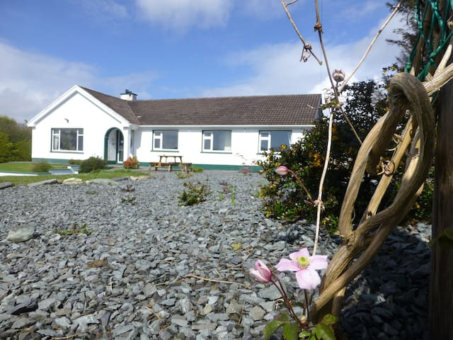 Island View House + Guided walks - Castletownbere