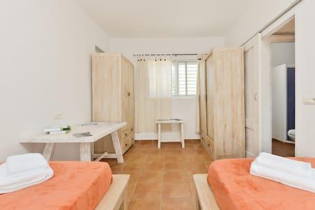 Estudio pequeño 2 camas y piscina. - Sant Josep de sa Talaia - Pis