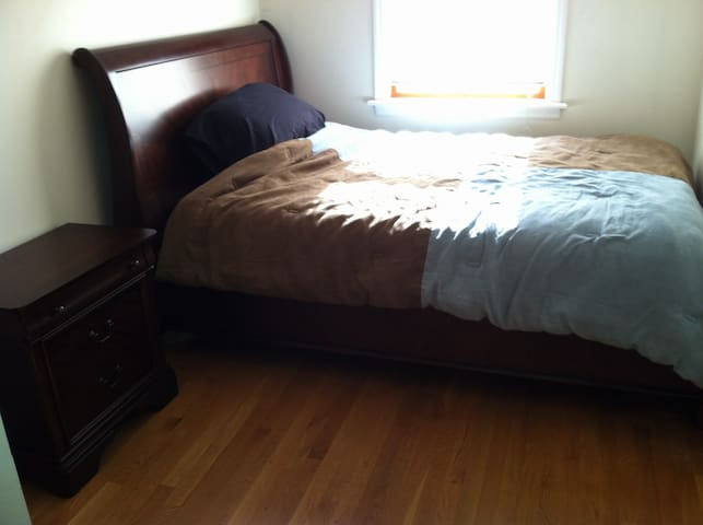 Furnished Room 1 blk from Beach - Far Rockaway - Appartement