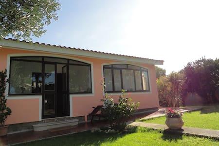 Villa immersa nel verde - Marritza