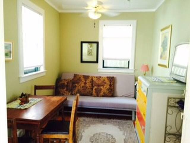 Quiet, cosy, comfy furnished beach bungalow