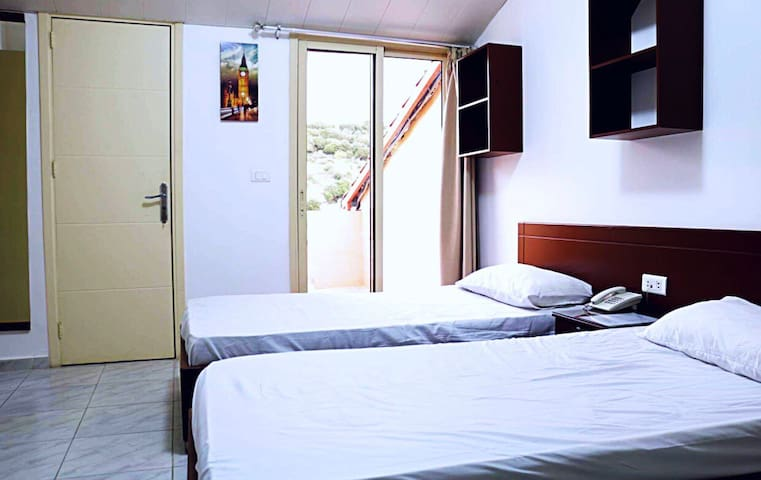 Snooze hotel north lebanon  rooms ,suites for rent