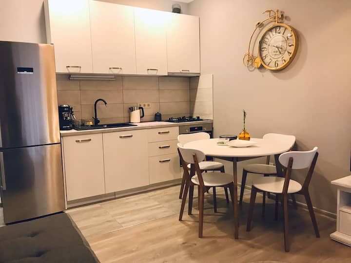 Premium 2rooms Flat «Gray&Yellow»/ Удобно и Хорошо