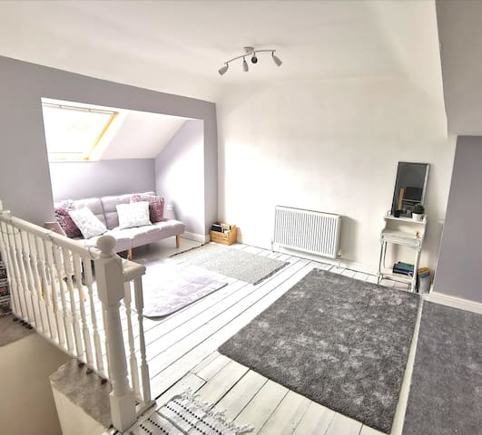 Cosy/Airy Loft space, close to peaks + Sheffield