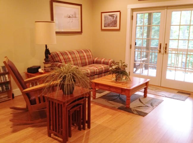 Pocono B&B Getaway...Includes Food & Wine Daily!