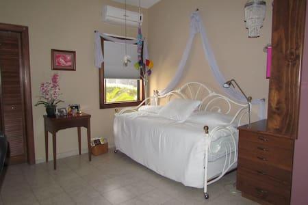 Private Room w/Bathroom & Breakfast - Monclova - Maison