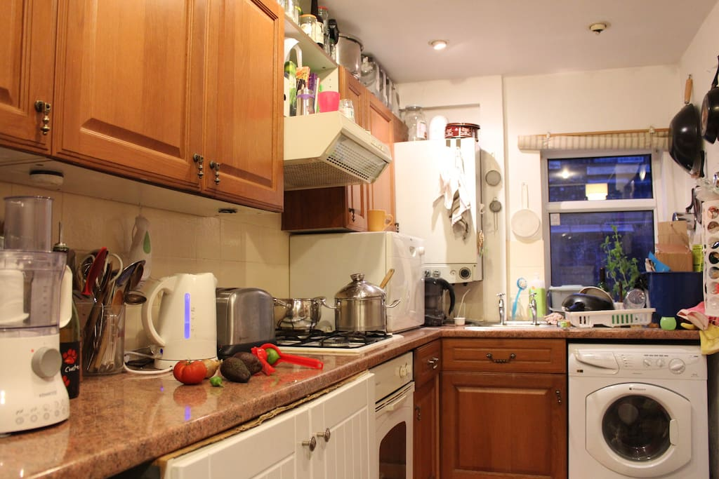 Fully equipped kitchen. There is a small dishwasher and a fast-spin washing machine.