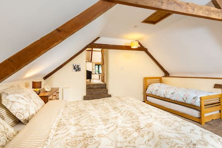 Fab farm stay - 17th Century Farmhouse Suite
