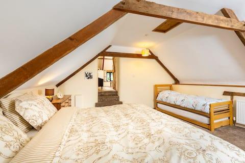 Fab farm stay - 17th Century Farmhouse Suite