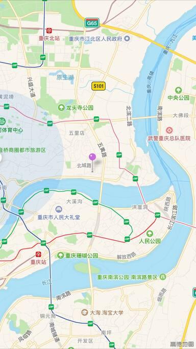 我们的房子在重庆的中心城区(图钉处),江对面就是解放碑。