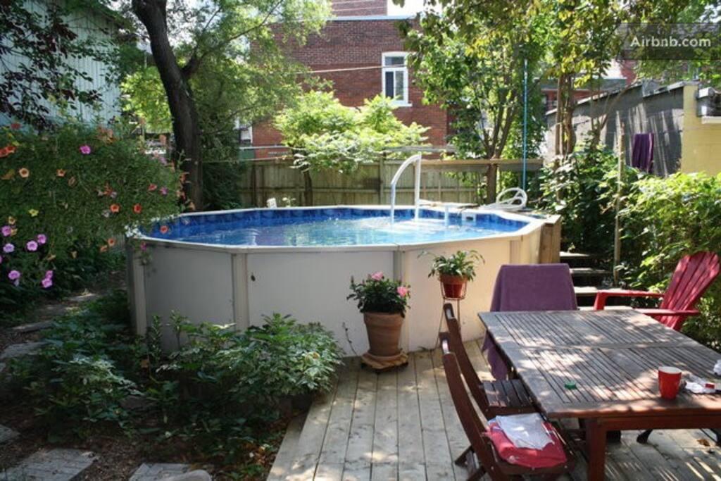 2 chambres avec piscine et jardin appartements louer for Appartement avec piscine montreal