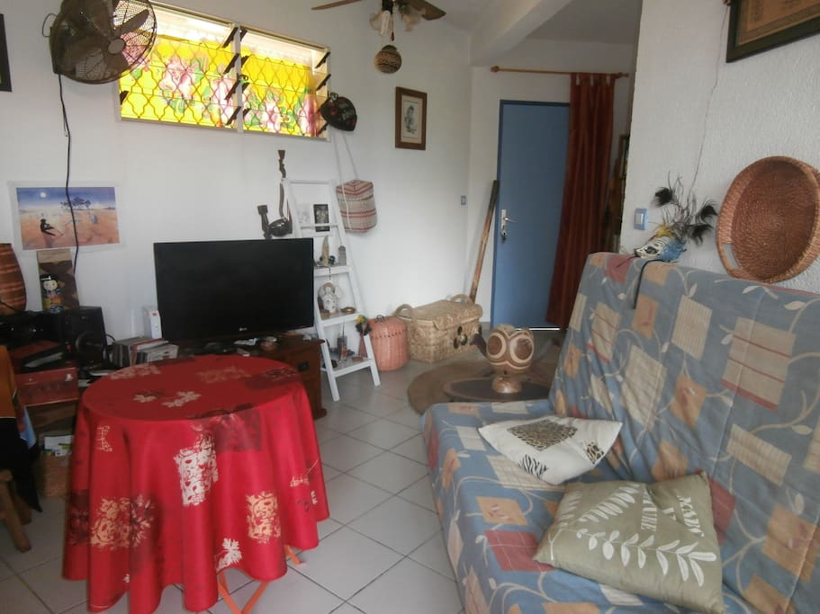 Location saisonni re deux pi ces apartments for rent in for Canape french translation