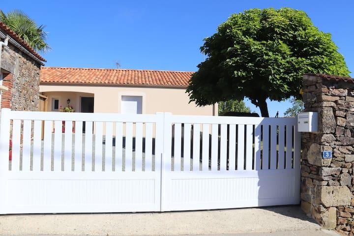 La Marinette .Maison entière avec jardin clôturé