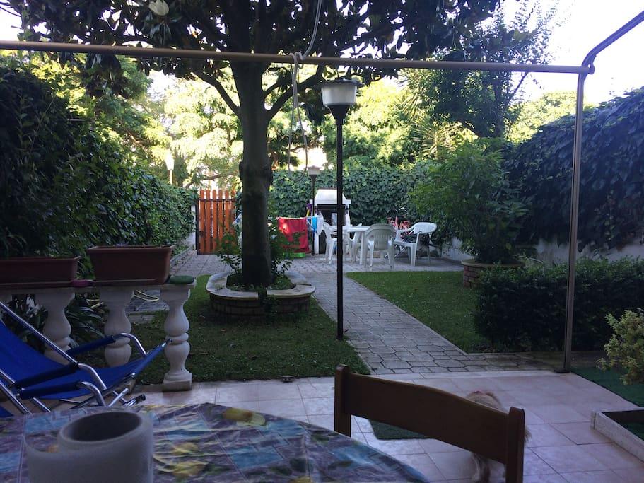 giardino  la magnolia con barbecue