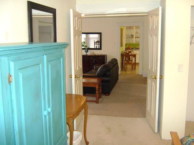 Cleveland/Tremont...1 bedroom apt.