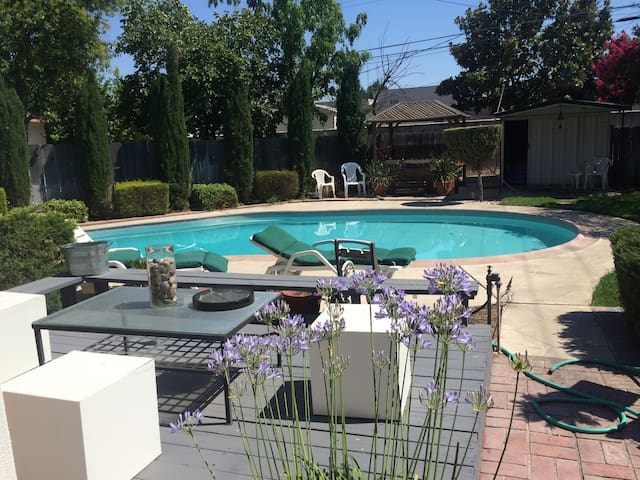 Central Valley's Only Gay airbnb. - Manteca - House