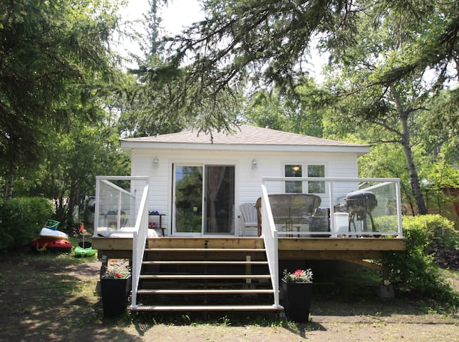 🏖LAKEFRONT COTTAGE IN MANITOU BEACH🏖