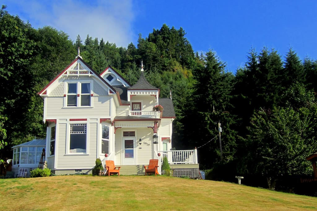 Dahlia House located on the Lower Columbia River, about an hour  NE from Astoria on the Washington side.