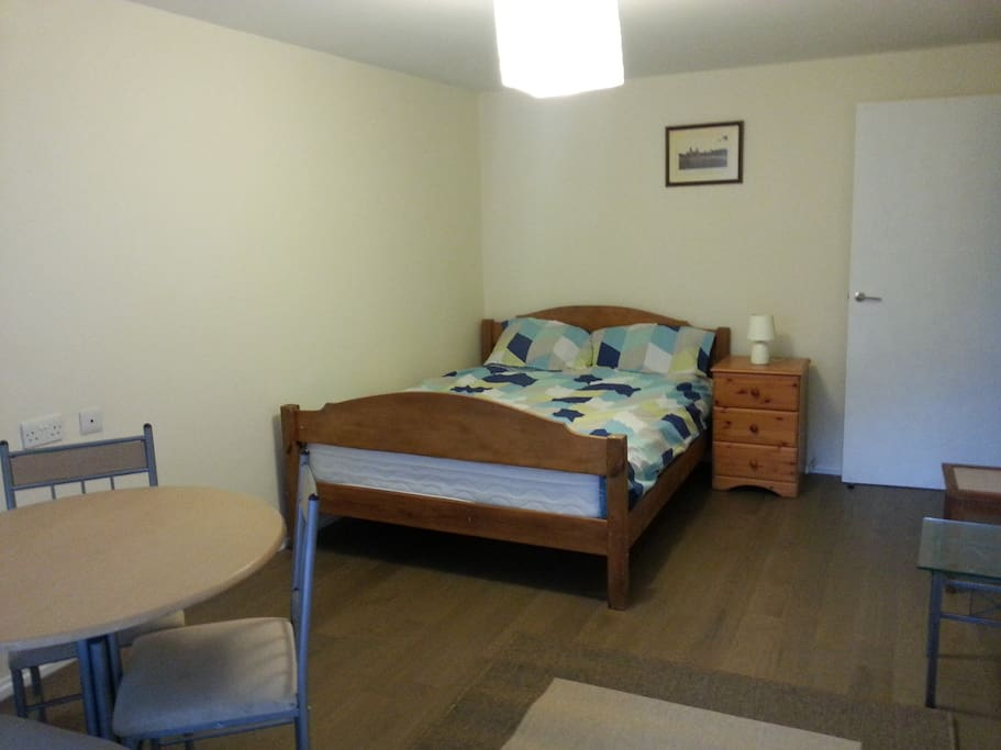 Kingsize bed in the other bedroom, wooden flooring throughout