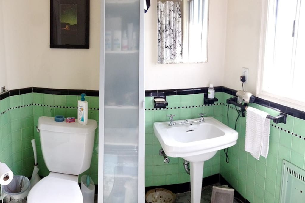 Cute vintage bathroom, it has a tub with shower.
