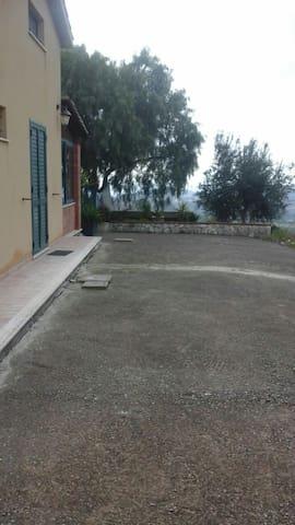 Bifamiliare con vista panoramica! - San Cataldo - 一軒家