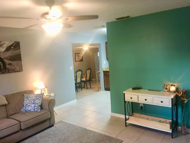 Newly Updated Room in St. Pete Home