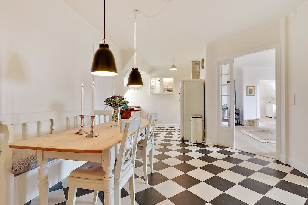 Kitchen and diningtable