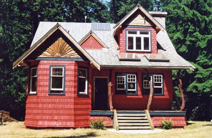 The Redhouse - Savary Island - Oda + Kahvaltı