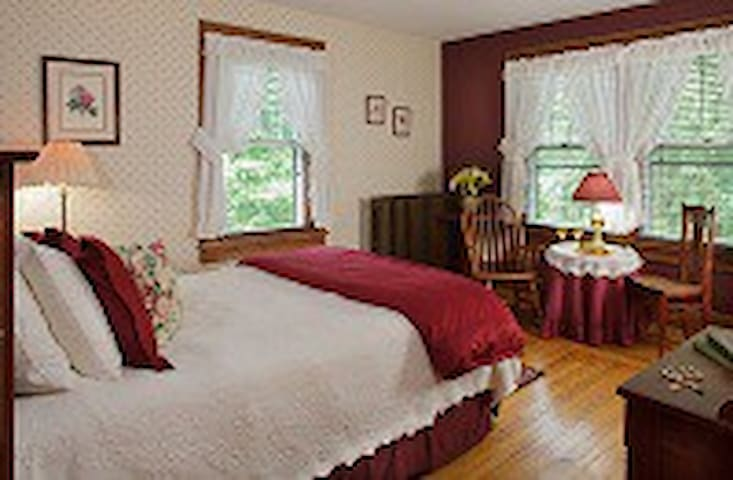 Close to Kenyon and Amish country - Danville - Bed & Breakfast