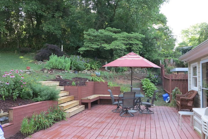 West Asheville 3 BR/2BA with great outdoor space