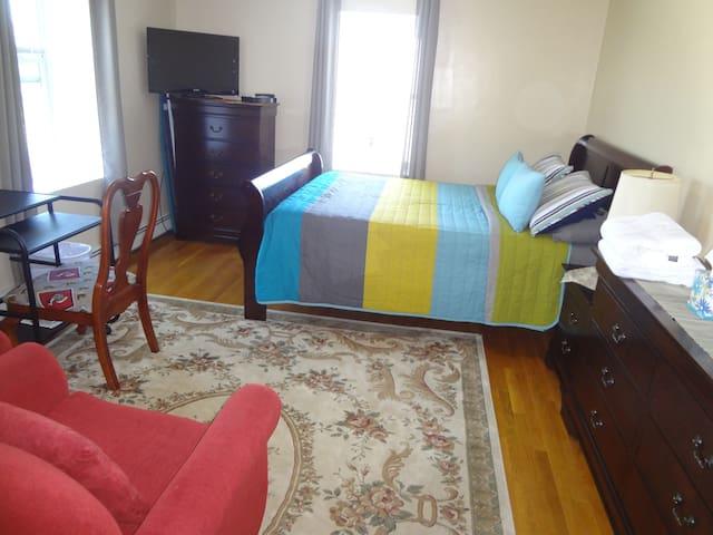 Cambridge/Somerville private room