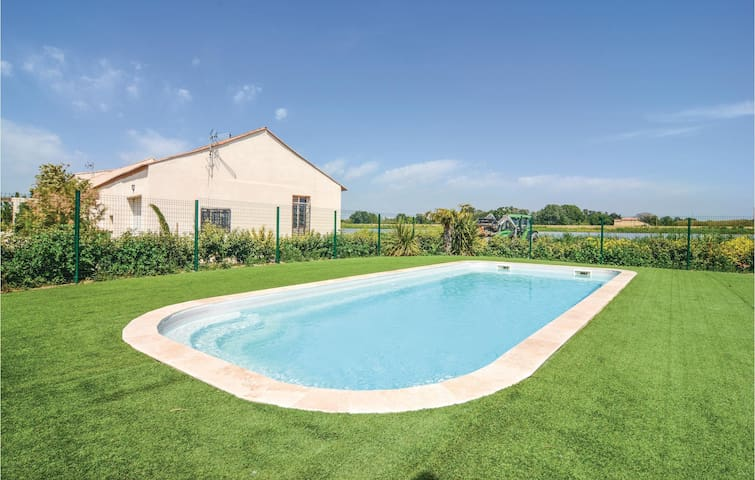 Semi-Detached with 3 bedrooms on 90 m² in Le Sambuc