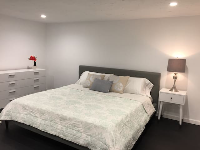 3rd bedroom with king size bed - slider access to backyard