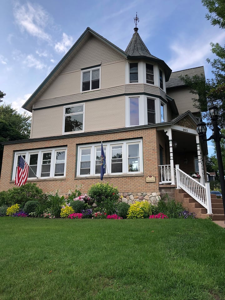 Completely renovated Lincoln Manor Victorian Home.