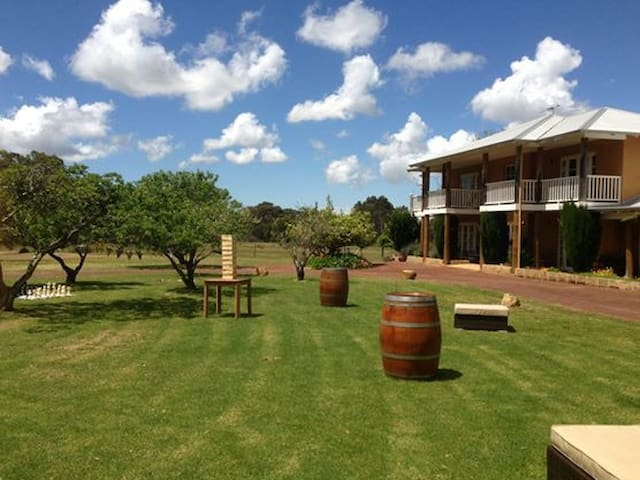 ERRAVILLA Country Estate - Yallingup Siding - Bed & Breakfast